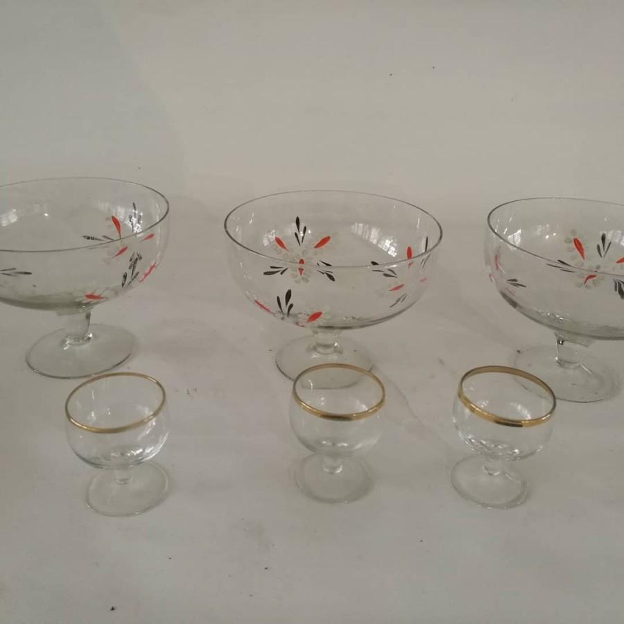 3 stiklinės saldaininės