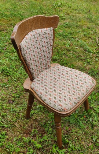 Kėdės 2 vnt po 30 eurų/vnt.
