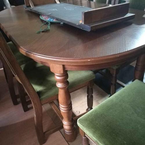 Ovalus stalas