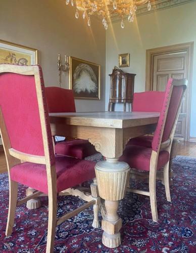 Ąžuolinis stalas 200 eurų. 6 kėdės po 35 eurų